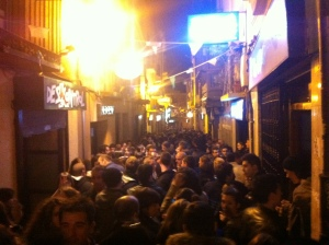 Calle de Los Herreros filled with people for Via Crucis