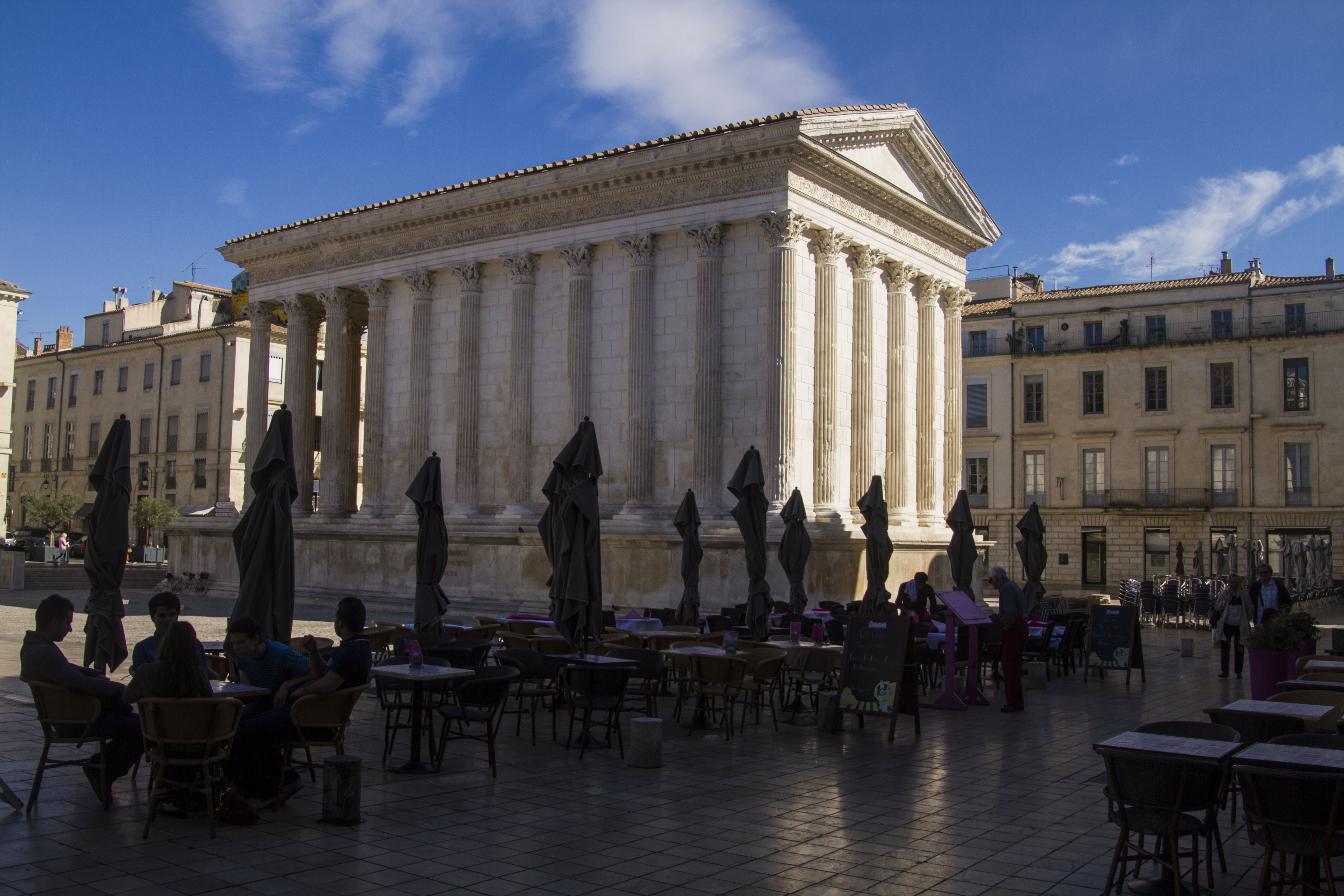 Maison carr e n mes france treading in the deep end - Maison carree nimes ...